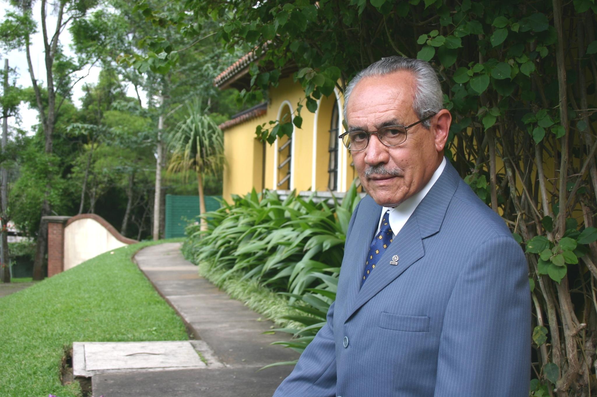 Raúl Mora, S.J. Rector del ITESO entre 1970 y 1972.