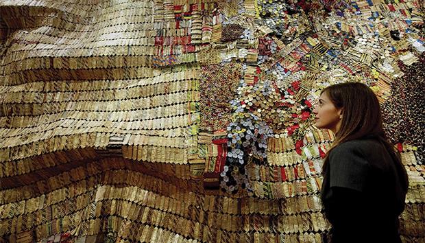 """""""Mapa del Nuevo Mundo"""", de El Anatsui. Fue subastado en la venta Modern and Contemporary African Art"""