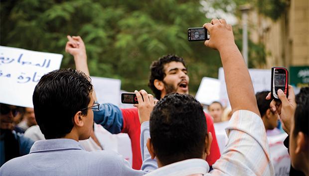 Los medios de comunicación todavía tienen fronteras por romper. Foto: Hossam El Hamalawy/Flickr