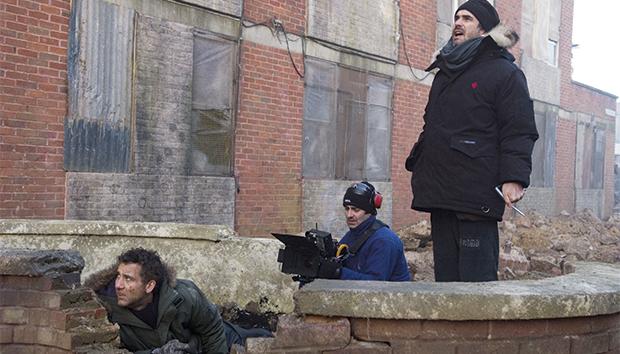 Alfonso Cuarón durante la filmación de «Hijos del hombre». Foto: AFP