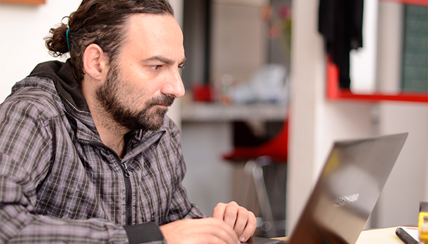 Además de activista, Toret es estudioso de los movimientos en red. Foto: Roberto Ornelas