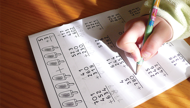 Lápiz y papel están siendo sustituidos por computadoras y tabletas. Foto: Ronsel