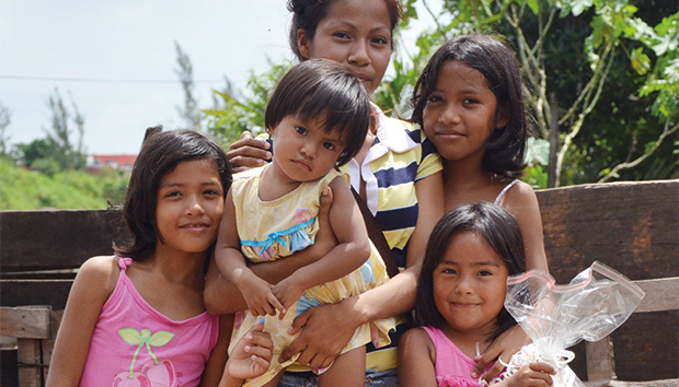 Familia atendida por el Organismo de Nutrición Infantil, AC. Foto: Cortesía ONI