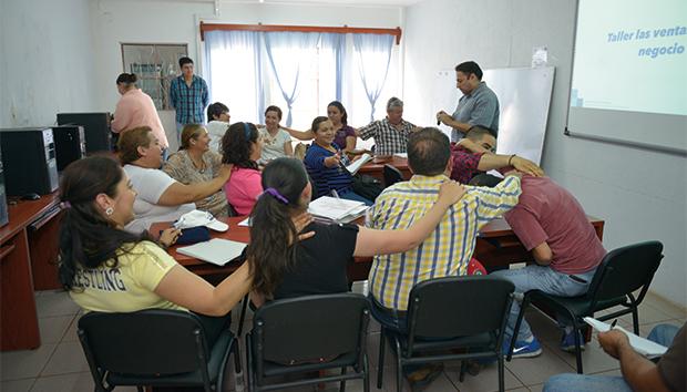 Los microempresarios de San Antonio Juanacaxtle se capacitan para la consolidación. Foto: Roberto Ornelas