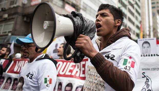 Francisco Sánchez, normalista de Ayotzinapa, durante la caravana sudamericana en mayo de 2015. Foto: EFE