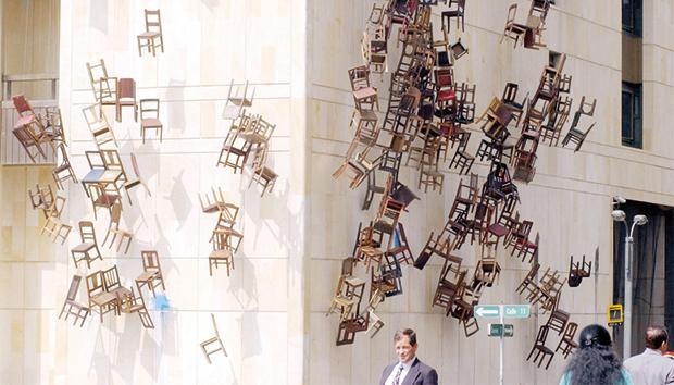 Instalación «Noviembre 6 y 7», en el Palacio de Justicia de Bogotá. Fotos: Flickr/chuansong.me