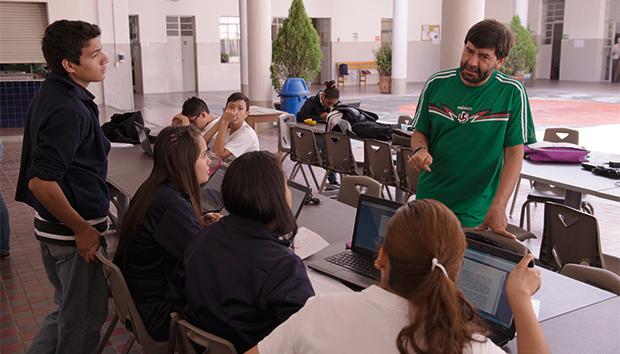 Todos los alumnos del bachillerato tienen beca del 100 por ciento. Fotos: Roberto Ornelas.