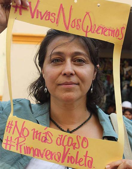 Asistente a la movilización contra las violencias machistas en Cuernavaca. Foto: Vivasnosqueremos#24AMx/Facebook