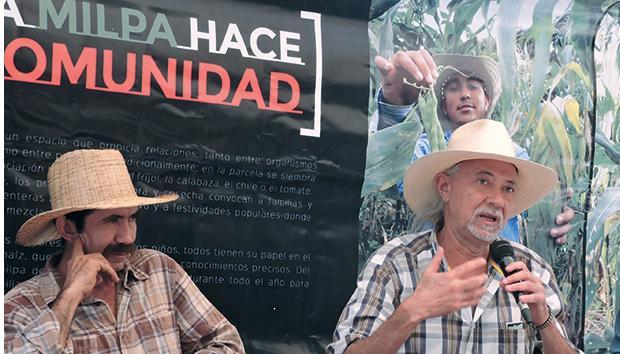 Jaime Morales (der) durante el encuentro Intercambio de Experiencias en Maíz, en noviembre de 2015. Foto: Cortesía