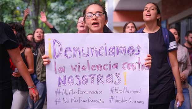 Manifestación en el ITESO contra la violencia hacia las mujeres. Foto: Luis Ponciano