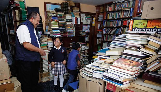 José Alberto Gutiérrez se convirtió en todo un promotor de la lectura. Fotos: jairobernal.com