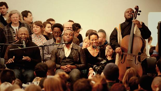 Presentación de Theaster Gates and the Black Monks of Mississippi, grupo de música experimental con sede en Chicago.