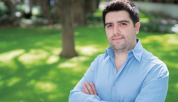 García Bedoy es el primer ingeniero de Intel Guadalajara en ser nombrado Principal Engineer. Foto: Luis Ponciano