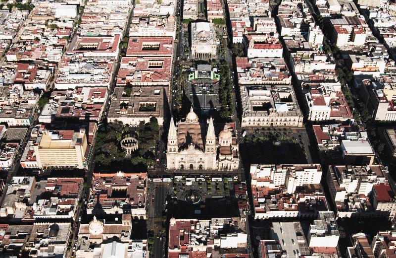 La conocida como «Cruz de plazas» de Guadalajara fue diseñada por Díaz Morales. Foto: Archivo