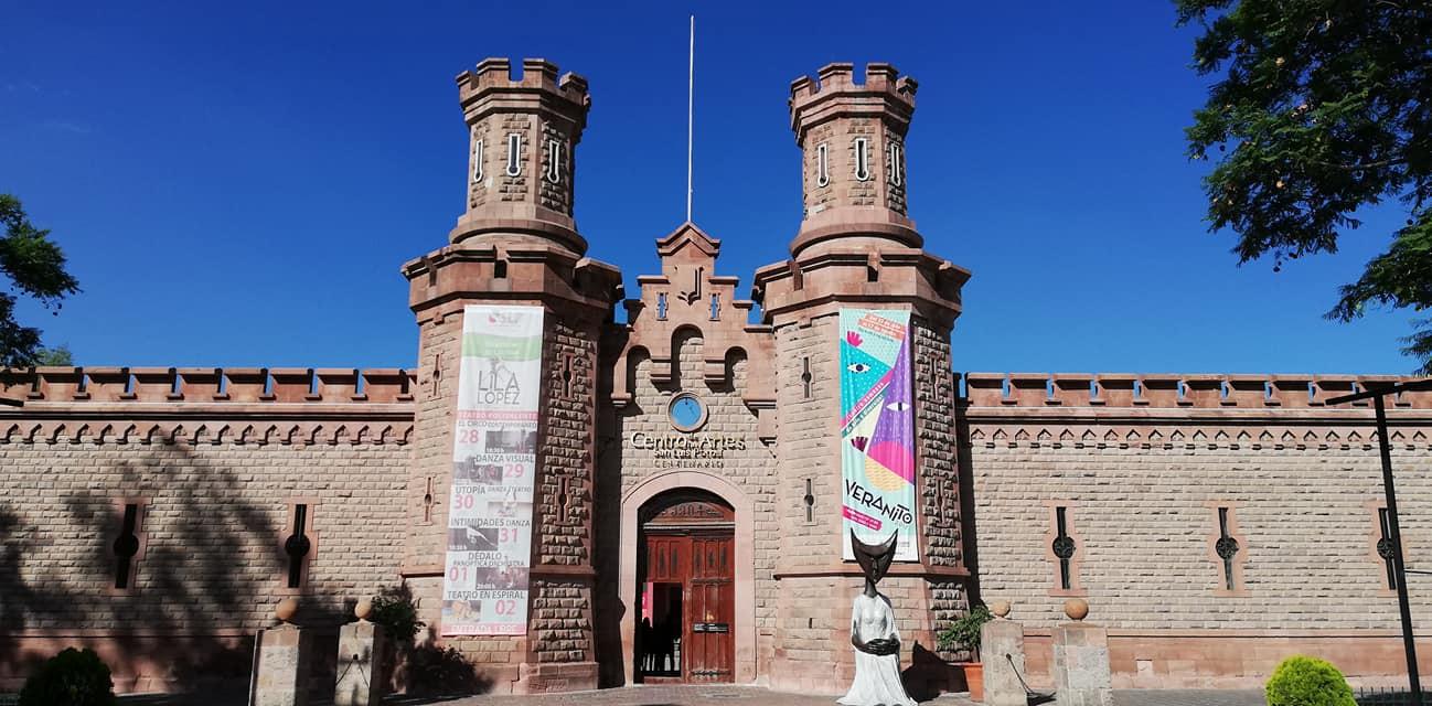 Fachada del Centro de las Artes de San Luis Potosí, que antes era una prisión. Foto: Édgar Velasco