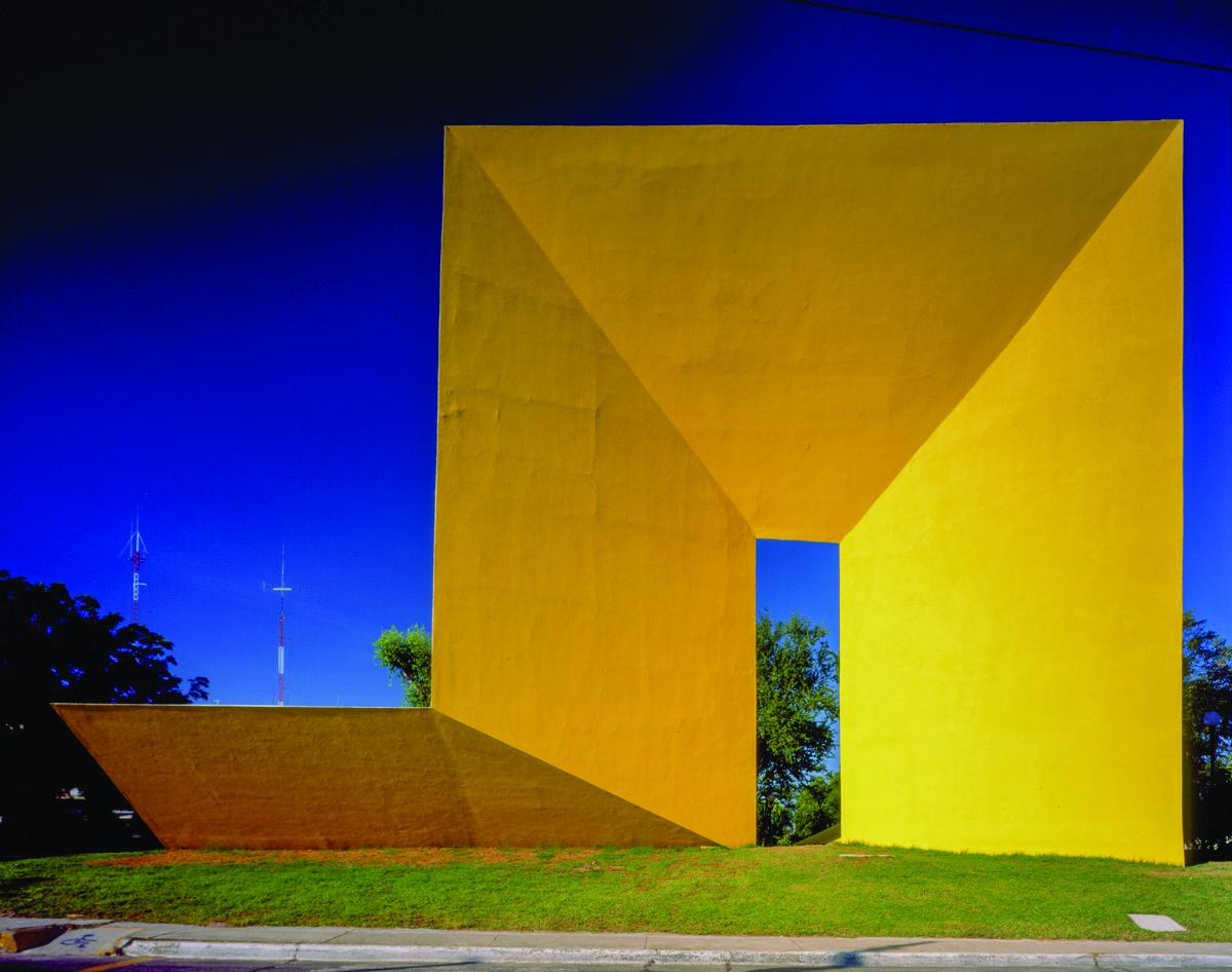 La Gran Puerta. 1969. En Jardines Alcalde, Guadalajara, Jalisco. Foto: Carlos Díaz Corona
