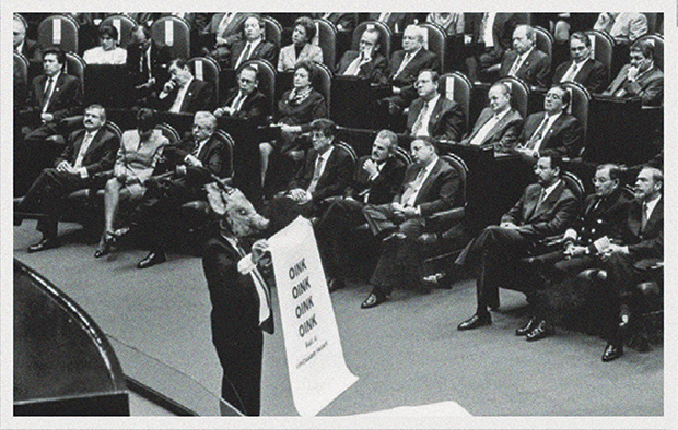 Protesta de Marco Rascón durante un informe de gobierno de Ernesto Zedillo. Foto: Archivo