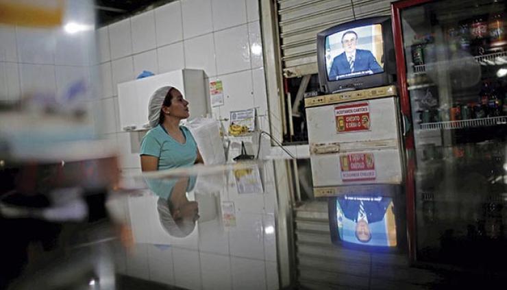 El exceso de información facilita la abundancia de datos falsos o alterados. Foto: Adriano Machado/Reuters